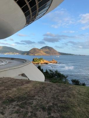 ...to the Niterói Museum of Contemporary Art...